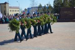 Возложение к памятнику гирлянды отрядом МЧС
