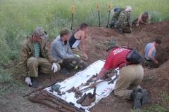 Эксгумация воинов у п. Верхняя Ельшанка