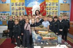 2 кадетский класс школы №4  у памятника Солдату-победителю