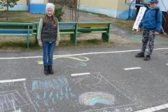 Мерзлякова София на фоне своего рисунка